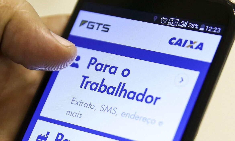 Aplicativo de consulta ao saldo do FGTS pelo celular. (Foto: Marcello Camargo/AgênciaBrasil)
