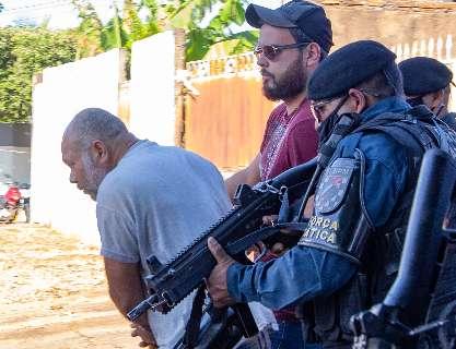 """Defesa entrega à polícia calças de """"Pedreiro Assassino"""" para exames de DNA"""
