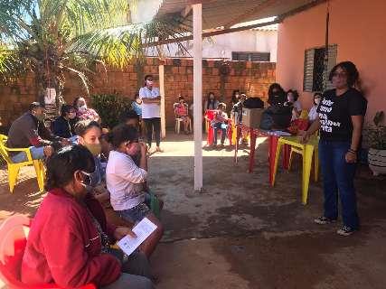 Ação de ONG leva roupas e itens de higiene para famílias de Campo Grande