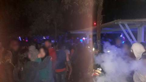 Sem medo da covid-19, grupo é flagrado em festa na madrugada