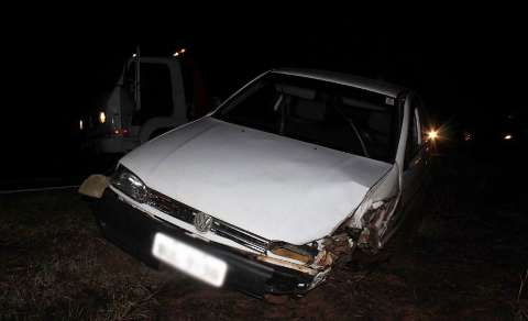 Carro invade pista, colide em carreta e idoso de 68 anos fica ferido