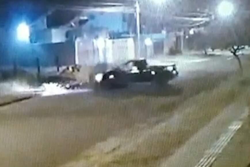 Acidente aconteceu na Vila Morumbi, durante a madrugada deste domingo (Foto: Reprodução vídeo)