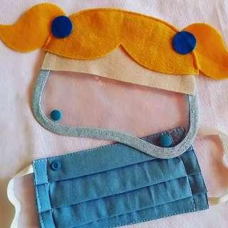 Com viseira, máscara temática é saída para proteger criança de vírus
