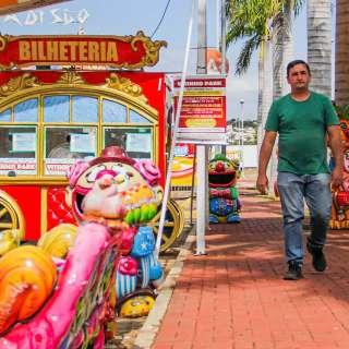Sinônimo de alegria, parque de diversões agora só recebe o dono