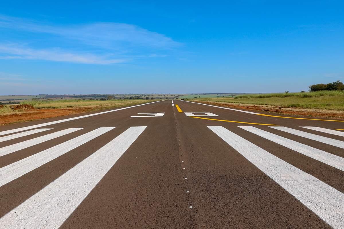 Pista do aeroporto municipal foi reformada e agora aguarda liberação da Anac