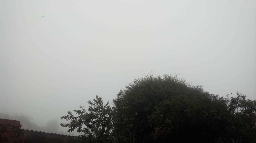 Morador registra neblina na região da Vila Nasser, oeste da Capital (Foto: Direto das Ruas)