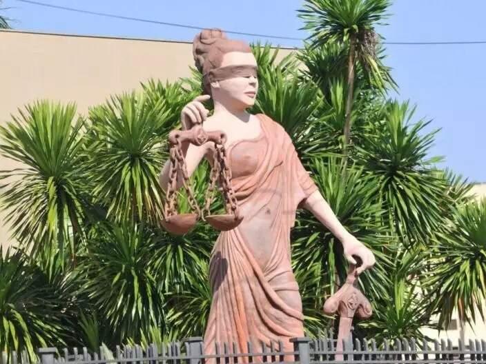 Justiça, representada por estátua no Fórum de Campo Grande (Foto: Alcides Neto/Arquivo)