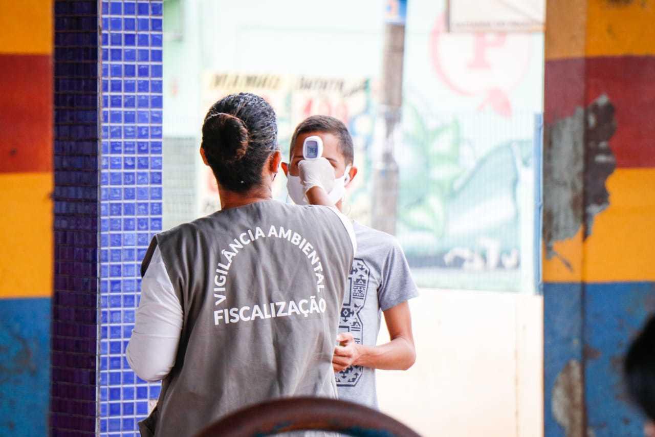 Fiscalização em um dos terminais de Campo Grande. (Foto: Henrique Kawaminami)