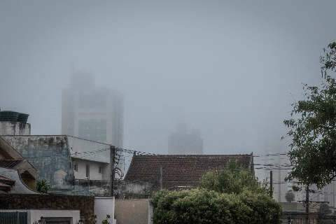 Sob névoa, Campo Grande amanhece com termômetros em 15 graus