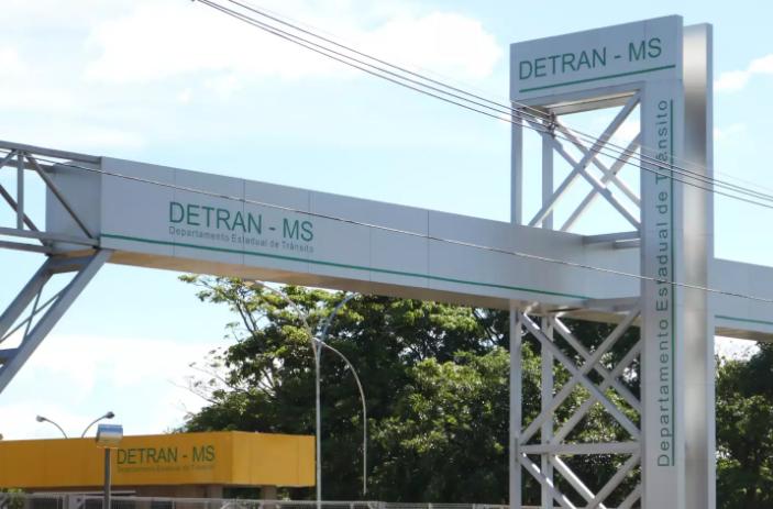 Fachada da sede do Departamento Estadual de Trânsito de Mato Grosso do Sul em Campo Grande (Foto: Marcos Maluf)