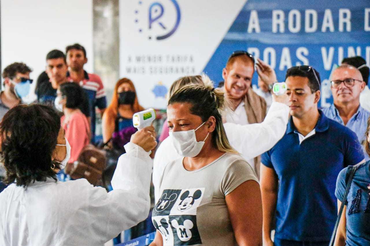 Mesmo no pós pandemia viajar de avião terá tantos perrengues que passageiros precisarão chegar mais cedo aos aeroportos (Foto: Henrique Kawaminami)
