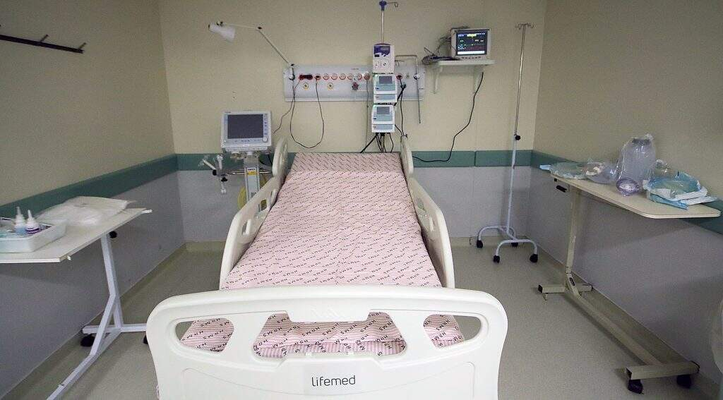 Leito pronto para uso no Hospital Regional, destinado a paciente com covid-19 (Foto/Divulgação)