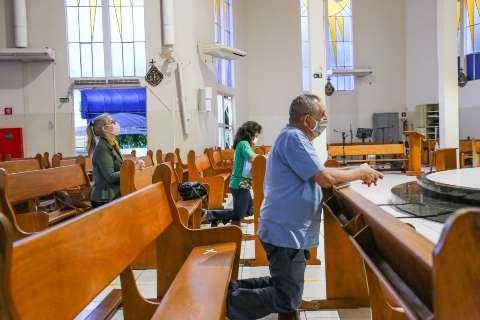 Vereadores da Bancada Evangélica querem que idosos possam frequentar cultos