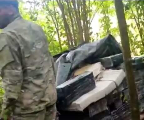 Parte da carga de maconha encontrada pela polícia (Foto: Caaguazú Noticias Digital)
