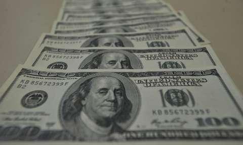 Bolsa sobe quase 1% e fecha no maior nível em três meses; dólar vai a R$ 5,13