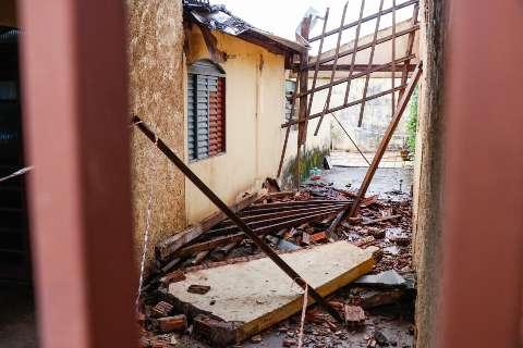 Defesa Civil interdita casa no Bairro Universitário após desabamento de varanda