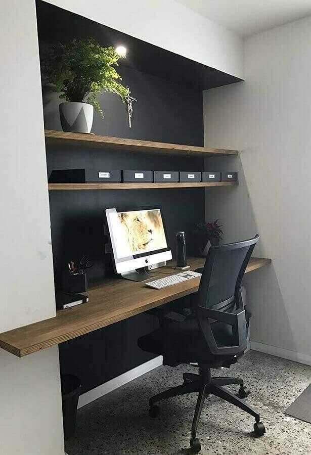 Ter uma cadeira adequada e computador na altura correta são essenciais. (Foto: Viva Decora)