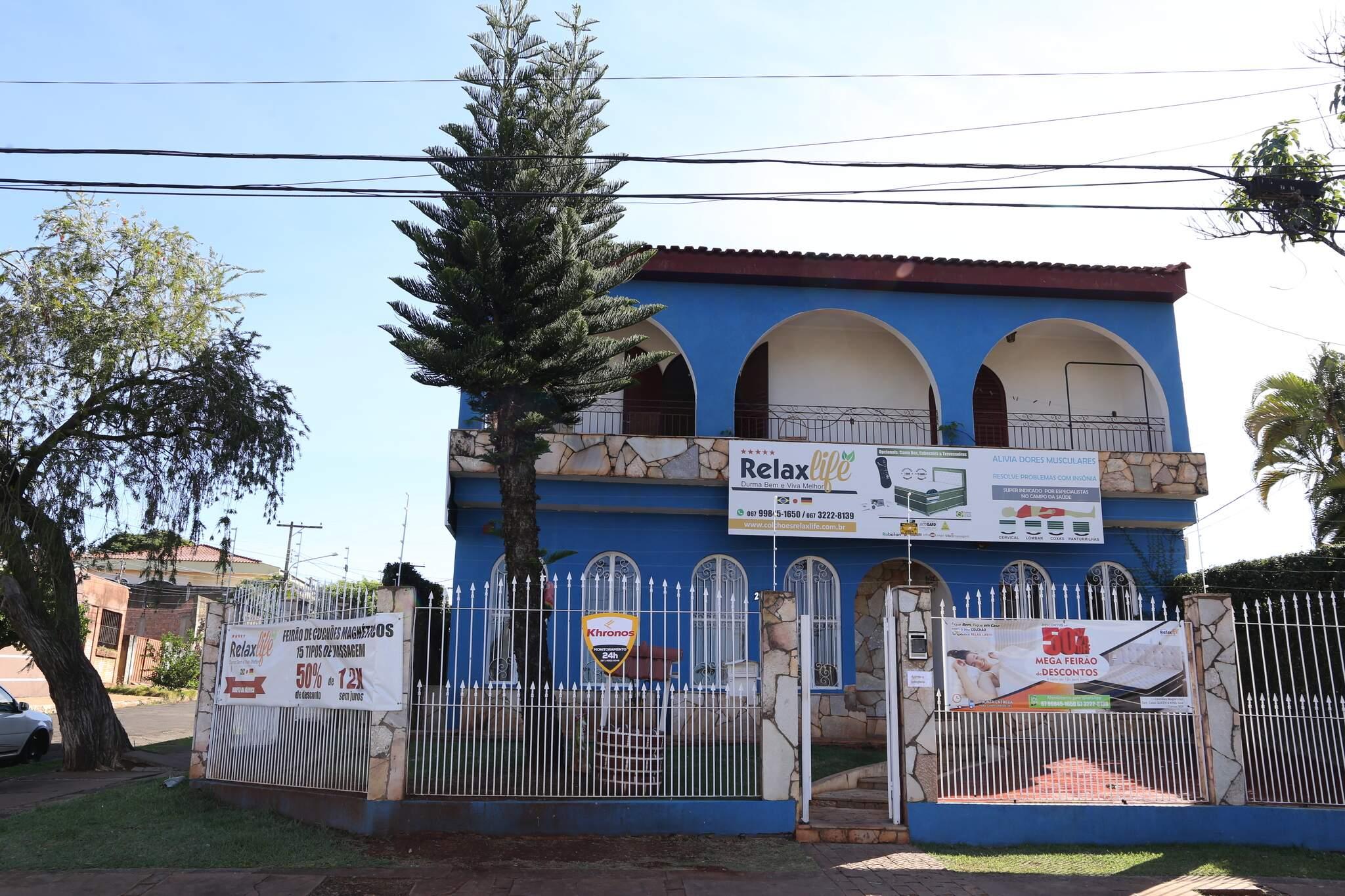 Loja fica na Rua Moreira Cabral, 233, Vila Planalto, plantão de atendimento de segunda a sábado até às 20h e domingo até às 17h. (Foto: Kisie Ainoã)