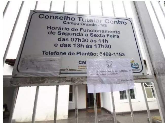 Aviso sobre horário de atendimento no Conselho Tutelar do Centro (Foto: Arquivo/Campo Grande News)