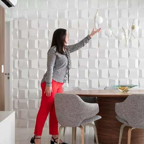 Diva deixou mansão para ser feliz em apê minimalista inspirado em galeria
