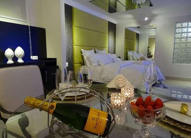 Com álcool em gel na entrada, hotéis e motéis preparam festinha a dois
