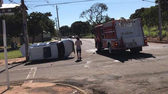 Após acidente, moradores reclamam de cruzamento confuso