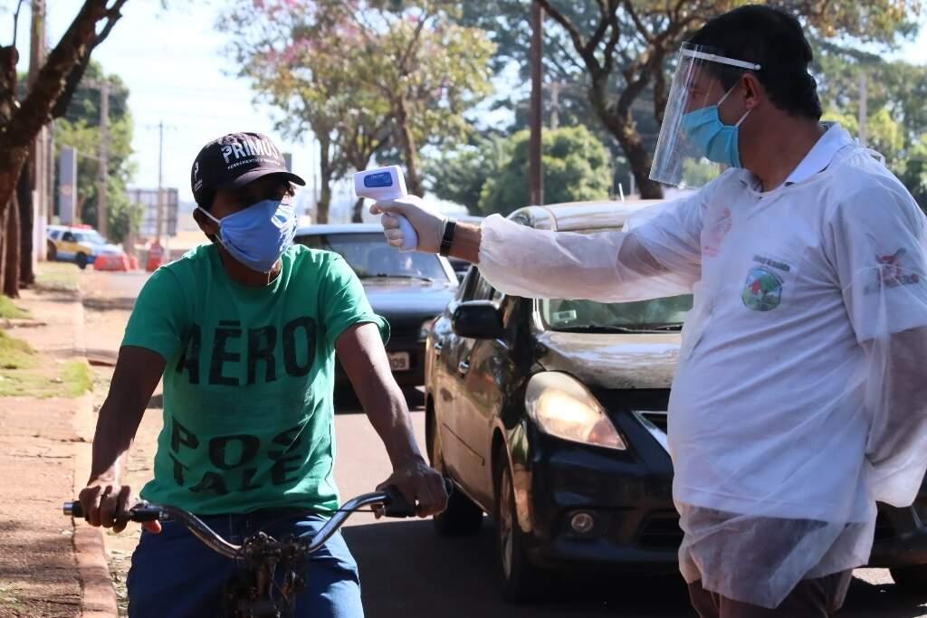 Dourados tem realizado barreiras sanitárias desde o fim de maio para identificar pessoas com sintomas do novo coronavírus. (Foto: Prefeitura de Dourados)