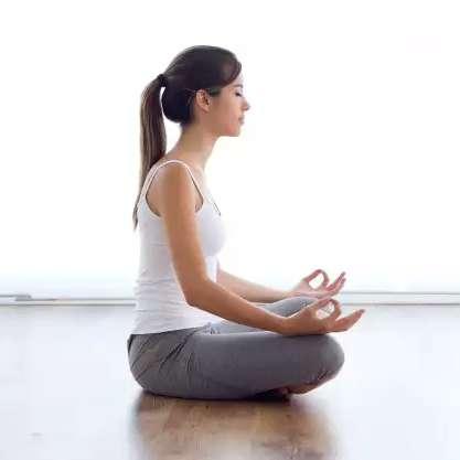 Estenda o tapete e comemore o Dia do Yoga na sala de casa com lives