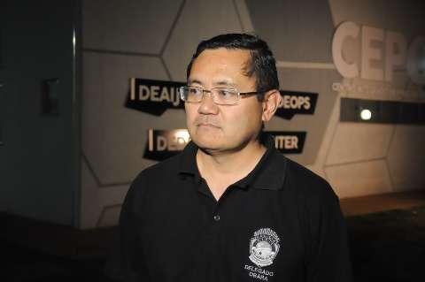 Indignado, delegado preso fala em herança e em manutenção de fuzil apreendido