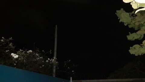 Pipa na rede elétrica causa apagão em 1,5 mil casas, diz empresa