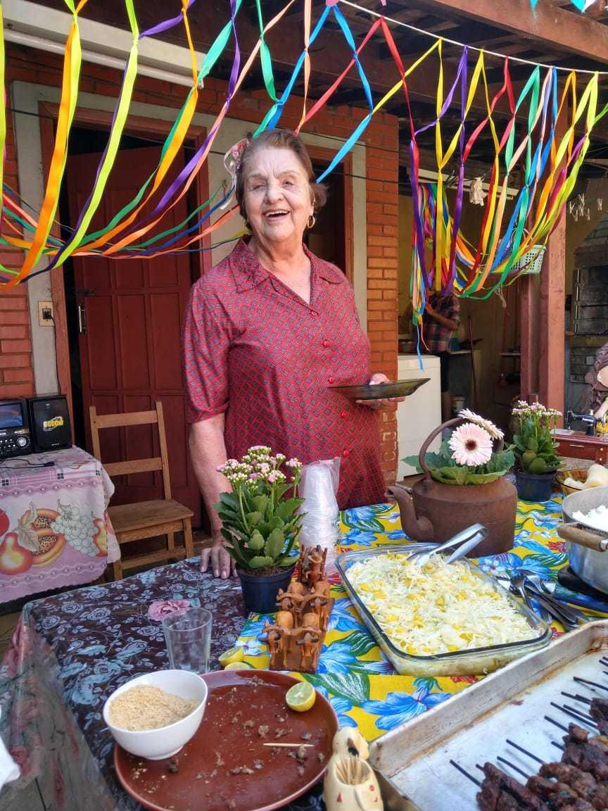 Dona Elvira Pinto de Araújo Alarcon na sua festa de aniversário de 2019, com tema de São João. (Foto: Arquivo pessoal)
