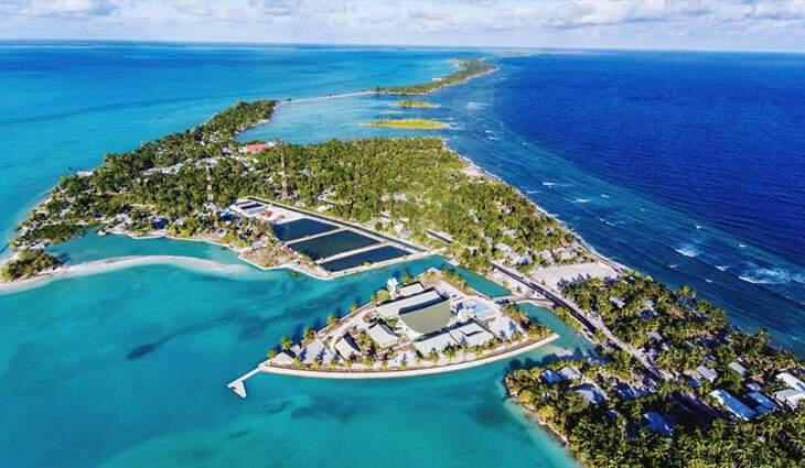 A ilha de Tarawa do Sul, capital da República de Kiribati, um dos menores países do mundo com 811 km² e 110 mil habitantes (Foto: Divulgação)