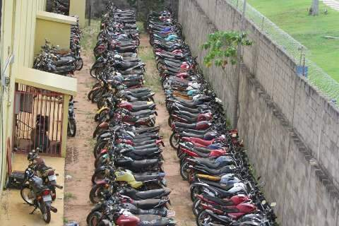 Carros e motos levados a leilão pelo Detran podem ser visitados até segunda