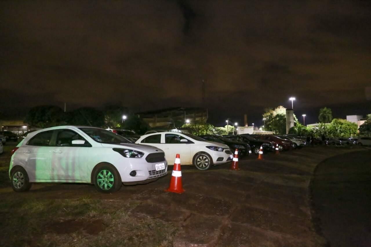 Organização de entrada, estacionamento e saída dos carros foi feita por funcionários da Sectur. (Foto: Paulo Francis)