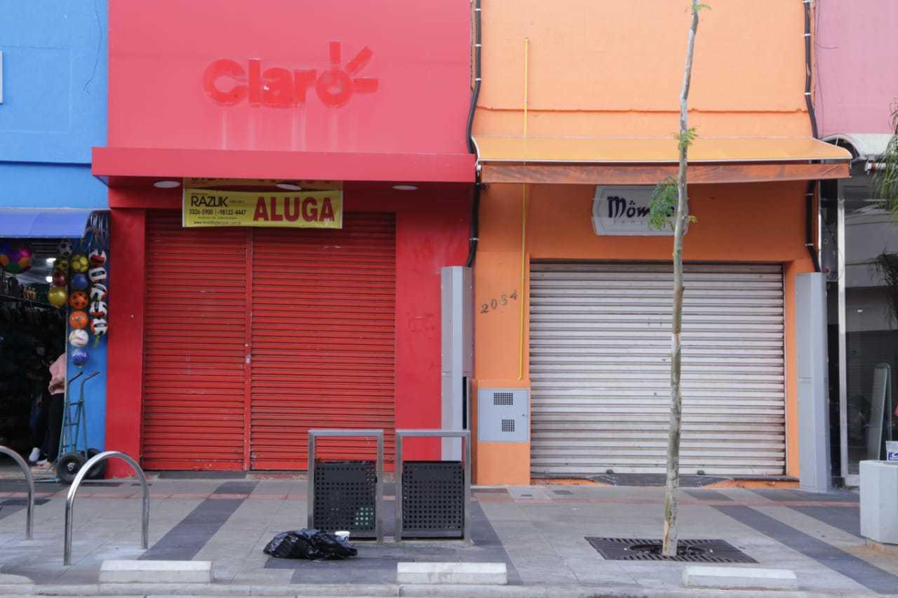 Estabelecimentos de posta fechadas são cada vez mais comuns na Rua 14 de Julho, no centro (Foto: Kisie Ainoã)