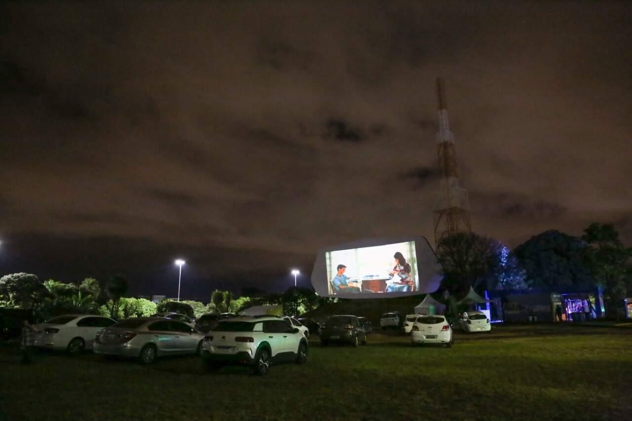 Foram três projetores de boa resolução para garantir imagem de qualidade ao público. (Foto: Paulo Francis)
