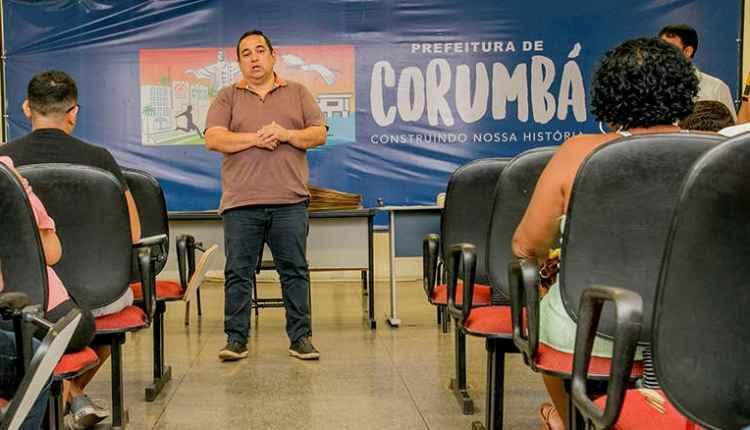 Com dispensa de licitação, prefeito de Corumbá contratou empresa do próprio irmão.