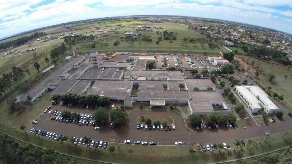 Vista aérea do Hospital Universitário de Dourados, onde estava internada uma das vítimas. (Foto: Divulgação)