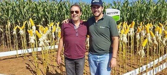 À esquerda, Eugênio Zamigman e o filho Kevin Wilde Zamignan. (Foto: Idest)