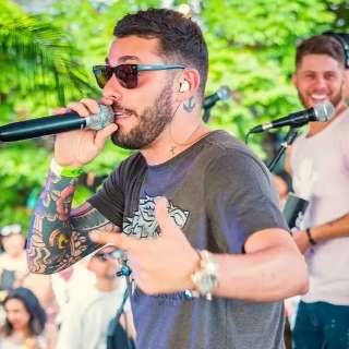 Samba para arrecadar agasalho e reggae são lives do fim de semana