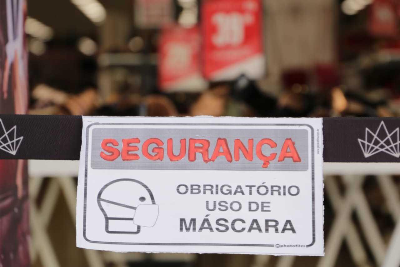 Medidas de prevenção, como o uso obrigatórios de máscaras, não foram suficiente para conter o novo coronavírus (Foto: Arquivo/Kisie Ainoã)