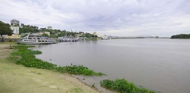 Trecho do Rio Paraguai, na cidade de Ladário, em Mato Grosso do Sul (Foto: Anderson Gallo - Diário Corumbaense)