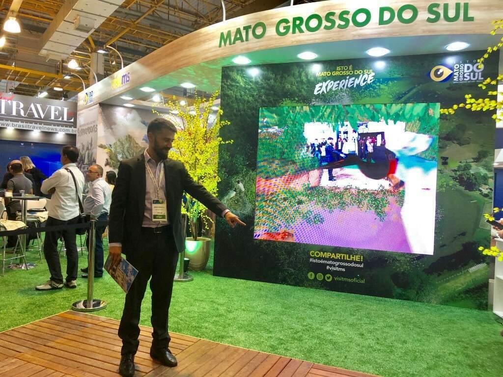 O presidente da Fundação Estadual de Turismo, Bruno Wendling, na estande sul-matopgrossense na ABAV Expo 2019 (Foto: Paulo Nonato de Souza)