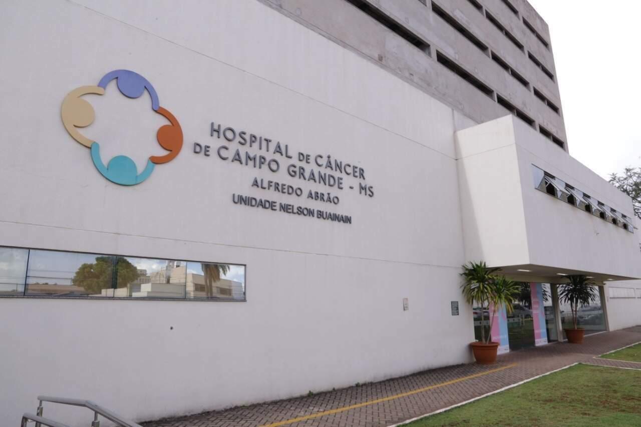 Hospital do Câncer Alfredo Abrão, na área central de Campo Grande (Foto: Kisie Ainoã)