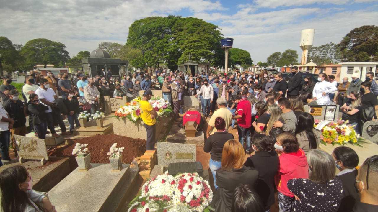 Sepultamento do secretário Alceu Junior Silva Bittencourt no Cemitério santo Antônio de Pádua, em Dourados (Foto: Ademir Almeida)