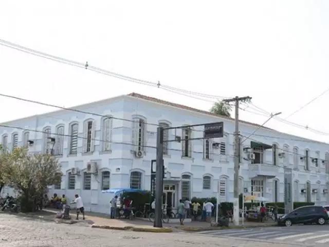 Fachada da Santa Casa de Corumbá, onde vítima estava internada (Foto: Diário Corumbaense)