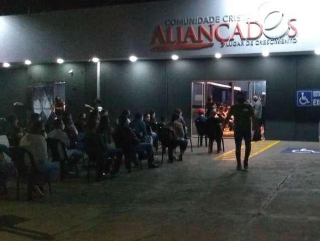 Igreja evangélica volta a reunir fiéis do lado de fora na Vila Bandeirantes