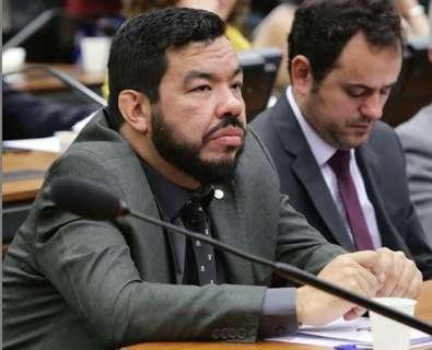 Além de salário de 14 mil à namorada, deputado do PSL torra verba com advogados