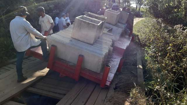 Queda de ponte isola moradores na zona rural de município
