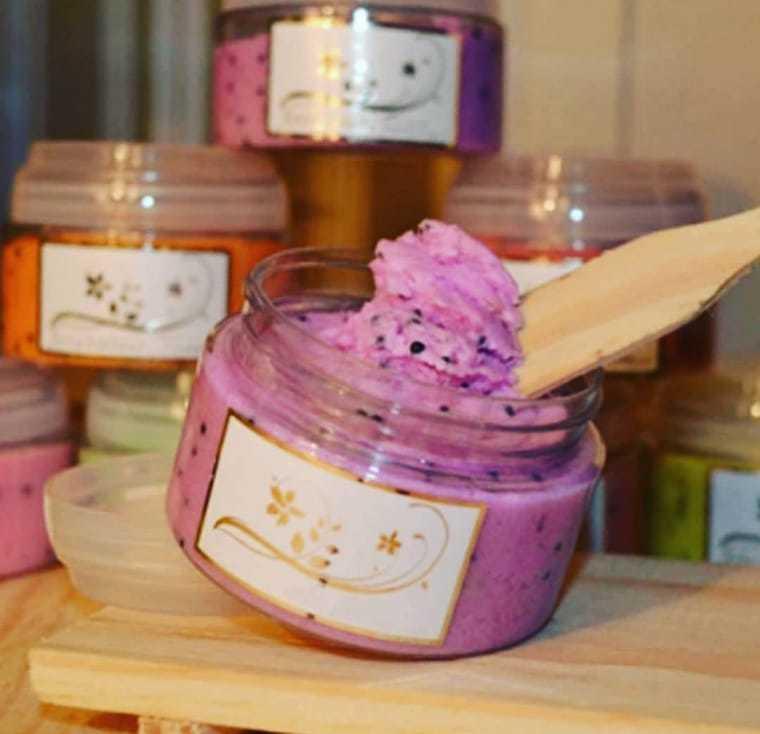 Sabonete natural em pasta de esfoliante de amora. (Foto: Morgana Cosméticos Artesanais)